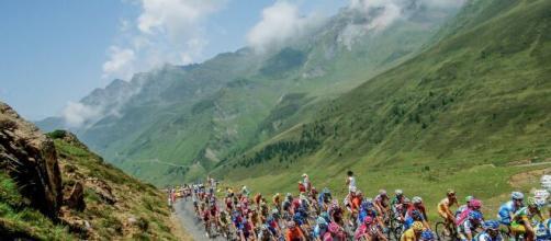 Tour de France, ispettore Uci rileva presenza di segnali wi-fi nel gruppo.