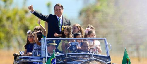 Chegada de Bolsonaro à solenidade. (Marcelo Camargo/Agência Brasil)