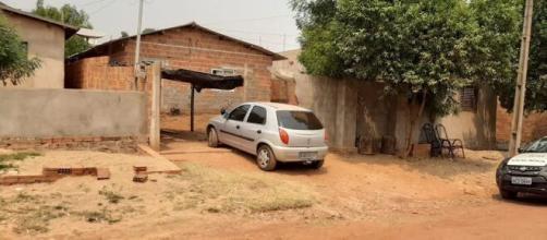 Carro derrubou parte do muro. (Divulgação/Polícia Civil)