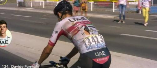 Davide Formolo ferito dopo la caduta nella decima tappa del Tour de France