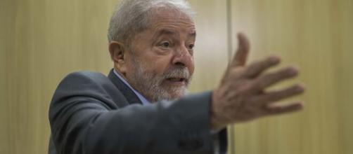Lula afirma que Bolsonaro converteu o coronavírus em arma de destruição. (Arquivo Blasting News)