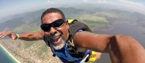 Paraquedista morre ao se chocar com força no chão. (Arquivo Blasting News)