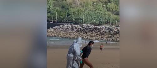 Positive au coronavirus, cette surfeuse se fait arrêter sur la plage - yahoo.com