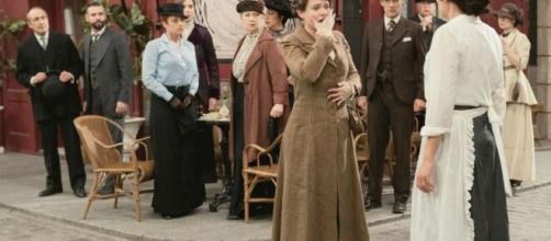 Una Vita, spoiler al 19 settembre: Genoveva viene schiaffeggiata in pubblico da Lolita.