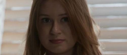 Ruivinha voltará a ser seduzida por Arthur em 'Totalmente Demais'. (Reprodução/ TV Globo).