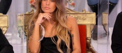 Uomini e donne, la tronista Sophie Codegoni criticata dal pubblico per i presunti ritocchi estetici.