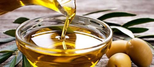 El aceite de oliva es muy común en la cocina mediterránea.