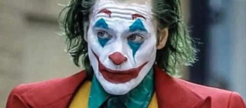 Milano: ragazzini si feriscono al volto per assomigliare a Joker.