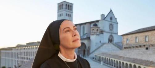 Che Dio chi aiuti 6, anticipazioni 14 gennaio: Suor Angela sente di essere legata a Erasmo.