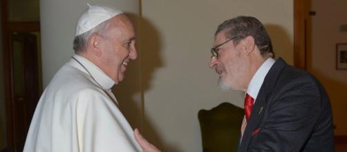 El médico del papa Francisco había sido internado en diciembre por complicaciones en su salud