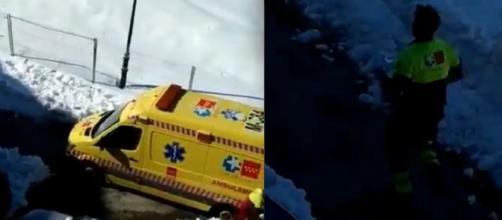 La ambulancia impedida de circular a causa de la nieve.