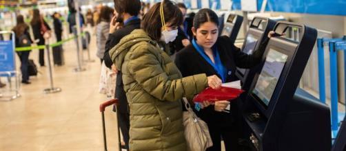 Viajeros contagiados con una nueva cepa de coronavirus