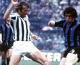 Nella foto Morini (Juventus) e Boninsegna (Inter).