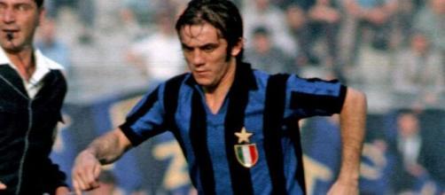 Roberto Boninsegna con la maglia dell'Inter nella stagione 1971/72.