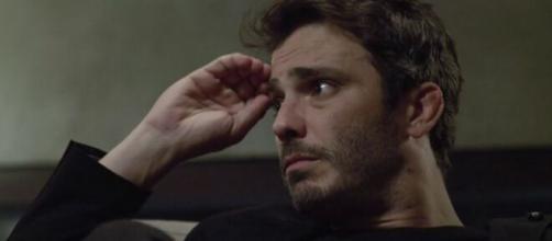 """Tobias receoso em """"Amor Sem Igual"""". (Reprodução/RecordTV)"""
