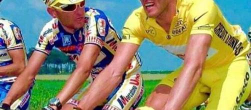 Marco Pantani e Mario Cipollini in azione al Tour de France.