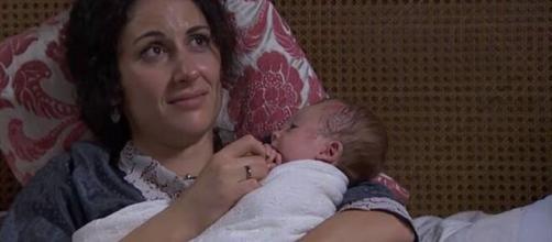 Una Vita, anticipazioni spagnole: Lolita dà l'addio al figlio dopo la morte di Antonito.