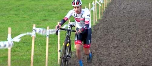 Fabio Aru impegnato nel ciclocross di Ancona