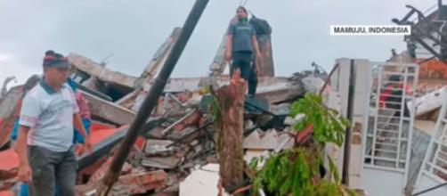 Indonesia: Earthquake kills at least 35, injures hundreds. [©WION YouTube]