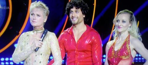 Jesus Luz brihlou no 'Dancing Brasil'. (Reprodução/RecordTV)