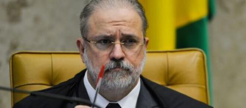Cresce pressão por responsabilizar Bolsonaro por Manaus e ideia de impeachment volta a ser aventada. (Agência Brasil)