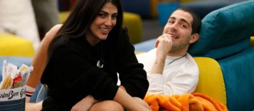 GF Vip, Tommaso avverte Giulia sulla nomination.