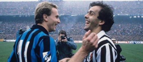 Karl Heinz Rummenigge e Michel Platini prima di Inter-Juventus della stagione 1984/85.