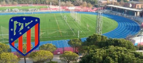 Futbolistas del Atlético de Madrid visitan el centro polideportivo de Vicálvaro para hacer una campaña publicitaria.