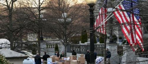 Las pertenencias de Donald Trump son empaquetadas en cientos de cajas