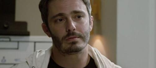 """Tobias é preso em """"Amor Sem Igual"""". (Reprodução/RecordTV)"""