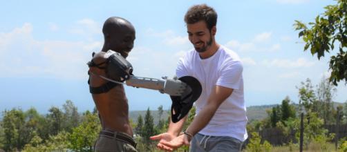 Entrevista con Guillermo Martínez Gauna-Vivas, CEO de la organización que crea brazos impresos en 3D a personas que lo necesitan.