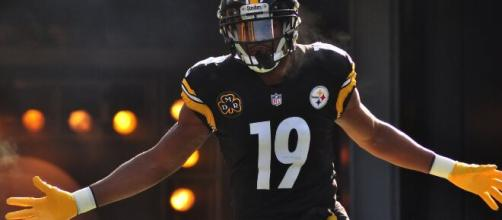 JuJu Smith-Schuster caught 97 passes in 2020. [Image Source: Flickr | Brook Ward]