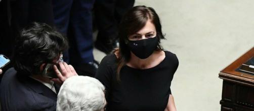 Renata Polverini minaccia querele contro chi pubblica sua foto con presunto saluto romano.