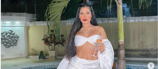 Flaylane escolhe look branco para virada de ano. (Reprodução/Instagram/@flay)