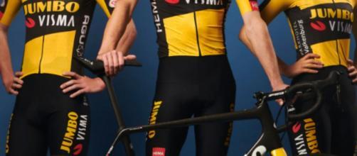 Le maglie e le nuove bici del Team Jumbo Visma per il 2021.