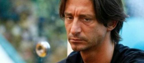 Francesco Oppini replica a un hater: 'Scrivere certe cose è perseguibile penalmente'.