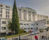 El personal médico del Hospital Reina Sofía ha despedido a Vicente entre aplausos tras recibir el alta