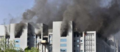 Na Índia, incêndio atinge instalações do maior fabricante de vacinas do mundo. (Arquivo Blasting News)