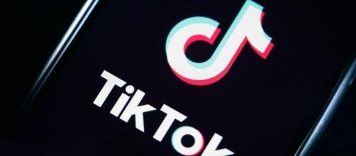 Palermo: bambina di dieci anni in rianimazione dopo una sfida su TikTok.