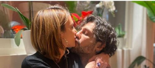 Asia Argento e Fabrizio Corona, baci e tenerezze su Instagram.