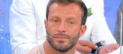 Michele Dentice svela i motivi dell'addio a Uomini e donne: 'Non piangevo per Roberta'.
