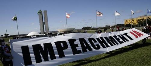 Manifestantes fazem carreatas por impeachment de Bolsonaro pelo país. (Arquivo Blasting News)