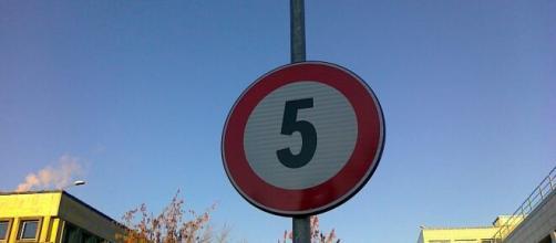 Perugia, limite di velocità per i ciclisti a 5 km/h: la strada è dissesta, ma non ci sono soldi per aggiustarla.