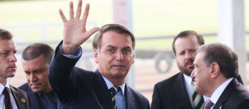 Presidente Jair Bolsonaro fala em prorrogar ao auxílio em 2021. (Arquivo Blasting News)