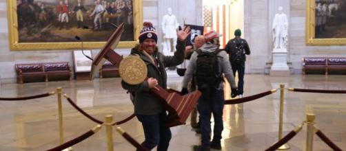 El varón detenido en el Capitolio estaba armado y tenía una lista de integrantes del Congreso
