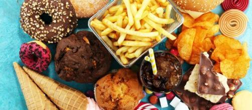Junk food deve ser proibido de qualquer cardápio. (Arquivo Blasting News)