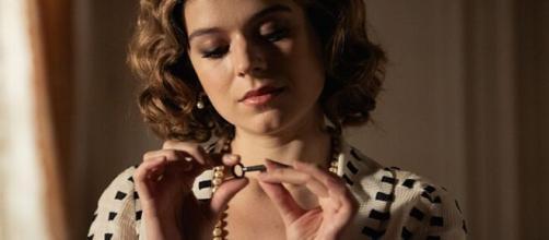 Una vita, trame spagnole: Genoveva trova le lettere di Valeria, Felipe peggiora.