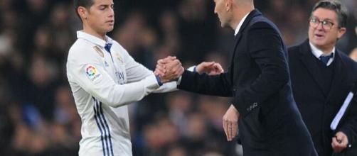 Zidane viveu rota de colisão com James Rodriguez. (Arquivo Blasting News)