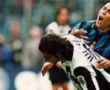 Il contatto Iuliano-Ronaldo in Juventus-Inter del 1998.