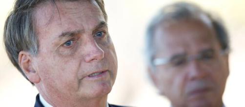 Auxílio Emergencial não volta, segundo Bolsonaro, porque o governo estaria no limite de endividamento. (Arquivo Blasting News).
